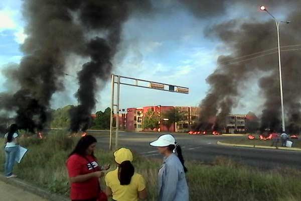 Protestan en Ciudad Guayana por falta de agua Foto: @Imag3n