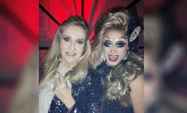 La diseñadora Titina Penzini (izquierda) junto a La Chiky | Foto: Caraota Digital