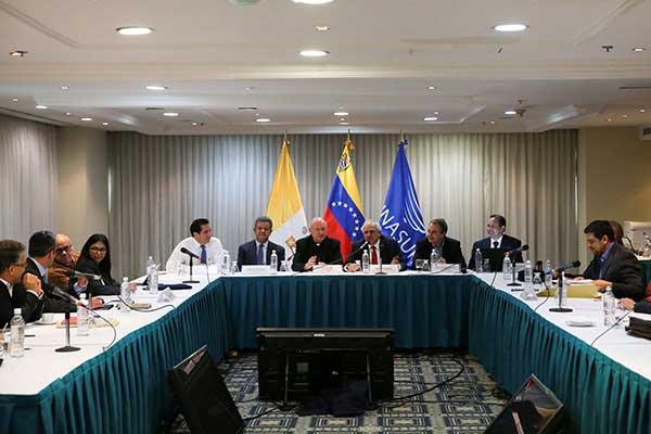 Mesa de diálogo entre Gobierno y oposición | Foto: Reuters