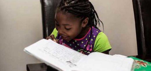 Michelle, la escritora sudafricana de 7 años que hace soñar a los niños | Foto: AFP