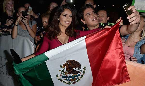 salma-hayek-mexican-flag-red-carpet