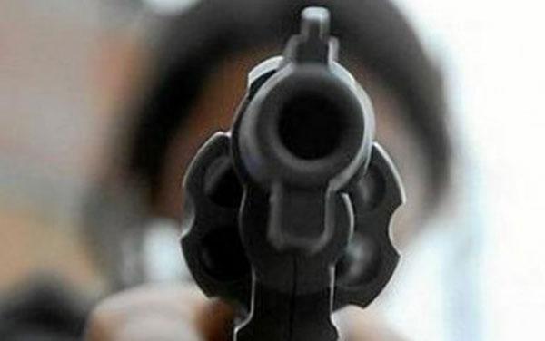 sicario-con-revolver
