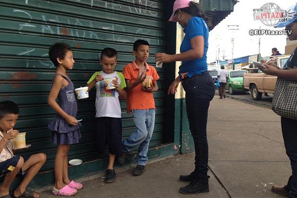 Voluntarios entregan comida en El Tigre  Foto: El Pitazo