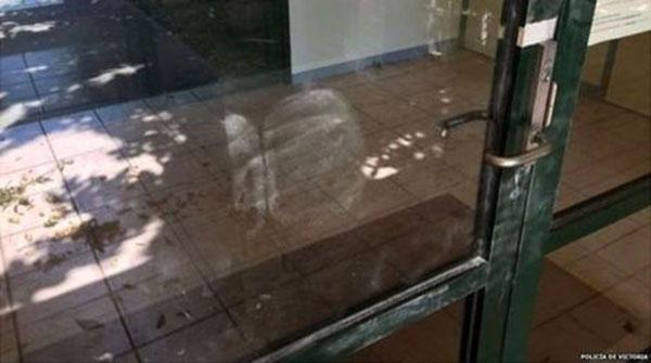 policia-descubrio-huellas-puerta-vidiro_nacima20161122_0014_6
