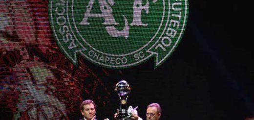 Conmebol entregó la Copa Sudamericana al Chapecoense | Foto: Agencias