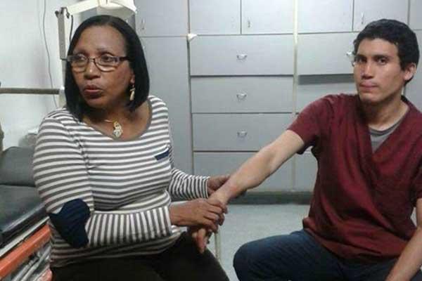 Residente de Oftalmología, Félix Pacheco, quien fue golpeado fuertemente por cinco funcionarios de la policía municipal   Foto: El Nacional