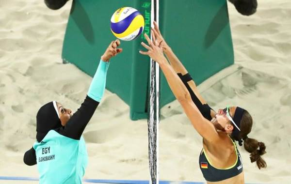 Las protagonistas fueron la egipcia Doaa Elghobashy y la alemana Kira Walkenhorst. | Foto: Lucy Nicholson / Reuters