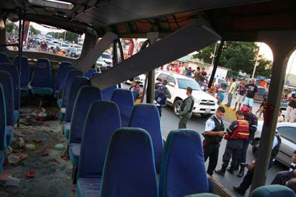 Explosión de una bombona de gas dejó un muerto y varios heridos en Parapapal, estado Aragua | Foto: Twitter