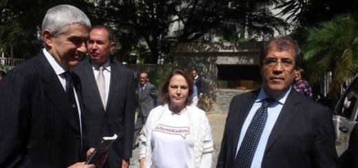 Senador italiano en compañía de Mitzy de Ledezma y el diputado Richard Blanco | Foto: Twitter