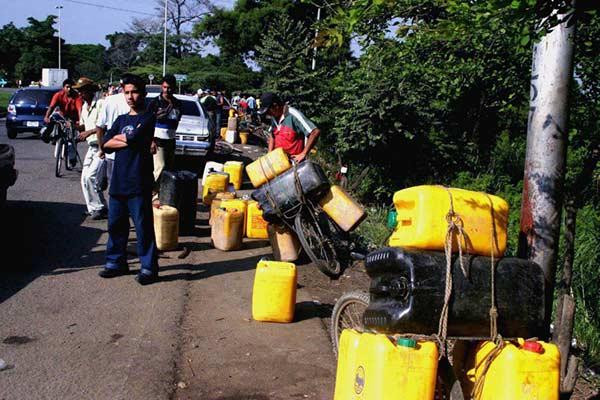 Colombia garantiza combustible en la frontera |Foto: EFE