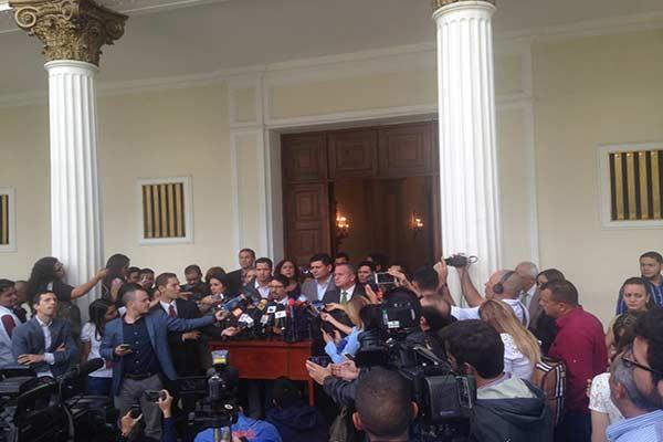 Diputados opositores rechazaron ausencia en el hemiciclo de tres parlamentarios de UNT|Foto: Twitter