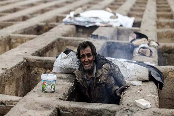 La gente en Irán duermen en tumbas |Foto: Infobae