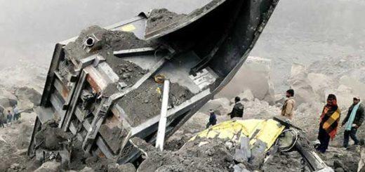 Ocho muertos y numerosos desaparecidos por el derrumbe de una mina en India   Foto: AFP
