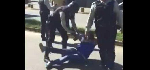 Funcionarios de PoliManeiro arremetieron contra una mujer | Captura de video
