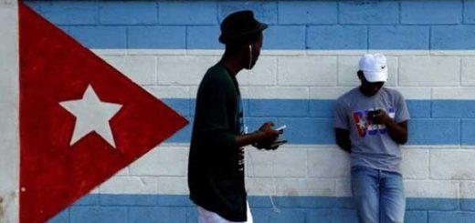 Los cubanos esperan que la prueba de acceso a internet se extienda una vez que finalice | Foto: Reuters
