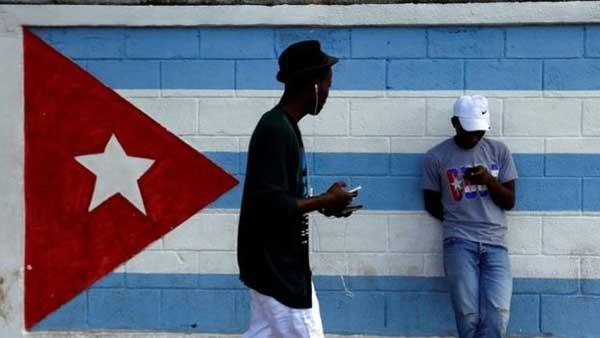 Los cubanos esperan que la prueba de acceso a internet se extienda una vez que finalice   Foto: Reuters