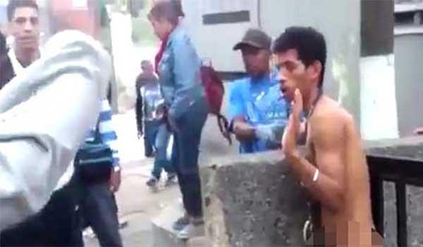 Intentó robar a una señora en Metro de Caracas y esto fue lo que le hicieron   Captura de video
