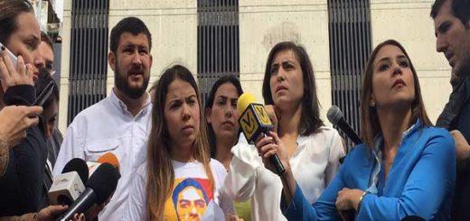 Alejandra Rivera exige liberación de su esposo José Vicente García en el Sebin |Foto: Nota de prensa