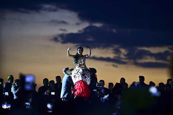 Así fue la multitudinaria fiesta de 15 años de Rubí que se escapó de control | Foto: AFP