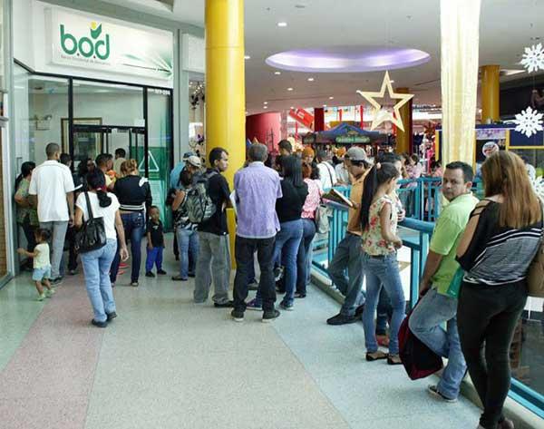 En el Centro Comercial Metropoli, clientes debieron esperar con mucha paciencia. | Leonardo Ortega