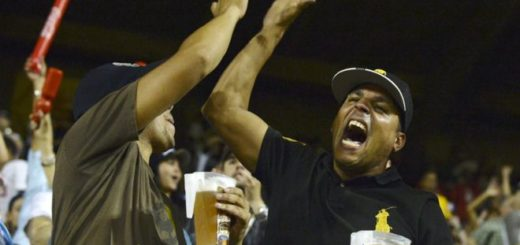 El béisbol es una forma de ocio económica para los venezolanos en estos momentos | BBC
