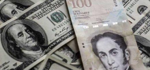 El billete de 100 bolívares tiene un cambio oficial de US$0,15, pero en el mercado negro del dólar solo alcanza US$0,02.|GETTY IMAGES