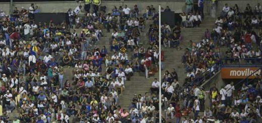 Venezolanos ya no asisten a estadios de béisbol por crisis e inseguridad | Foto: AP / Ariana Cubillos