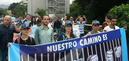 Estudiantes exigen la liberación de los presos políticos | Foto: @HaslerIglesias