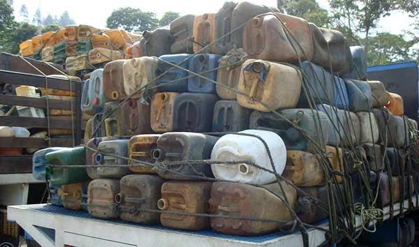 El combustible era bombeado desde Venezuela a través de mangueras y almacenado en viviendas | Foto: El Nacional