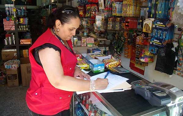 Seniat sancionará a comercios que no cumplan la medida   Foto referencial