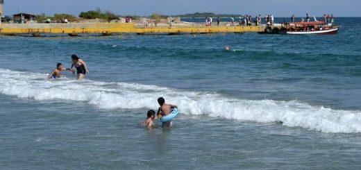 Autoridades desmienten presencia de tiburones | Foto referencial