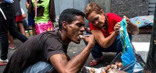 Venezolanos comiendo de la basura | Foto referencial