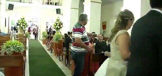 Iba detrás de la novia en la iglesia, sacó un arma y disparó contra tres invitados | Captura de video