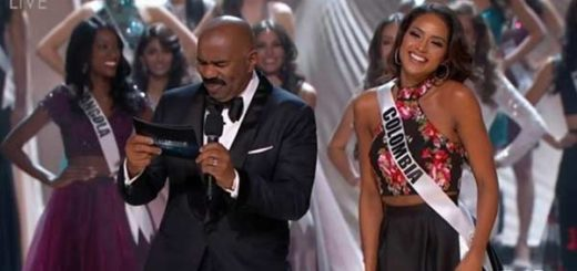 Steve Harvey junto a Miss Colombia, Andrea Tovar | Foto: Captura de video