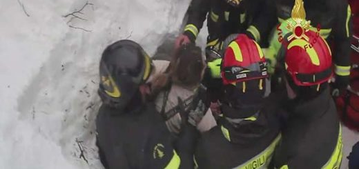 Rescatan a 4 personas más del alud caído sobre un hotel en Italia |Foto: AFP