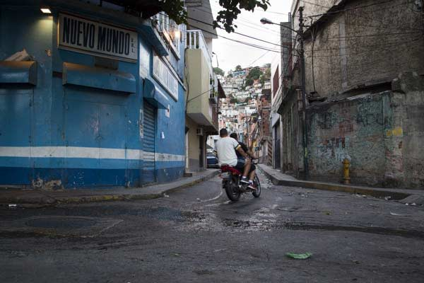 Delincuentes imponen Toque de queda en barrio Guarataro, Caracas |Foto referencial