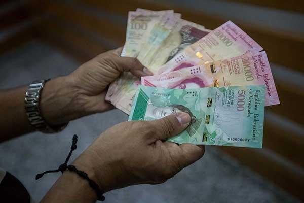 Estiman que al menos el 30% de los billetes van a la frontera con Colombia | Foto: EFE