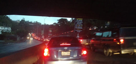 Reportan obstáculos y puntos de control en vías de acceso a Caracas #23Ene