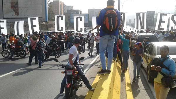 Oposición tomó la autopista Francisco Fajardo este #24Ene   Foto: @Pr1meroJusticia