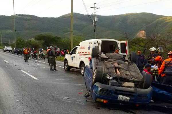 Accidente Caracas-La Guaira |Foto: Twitter