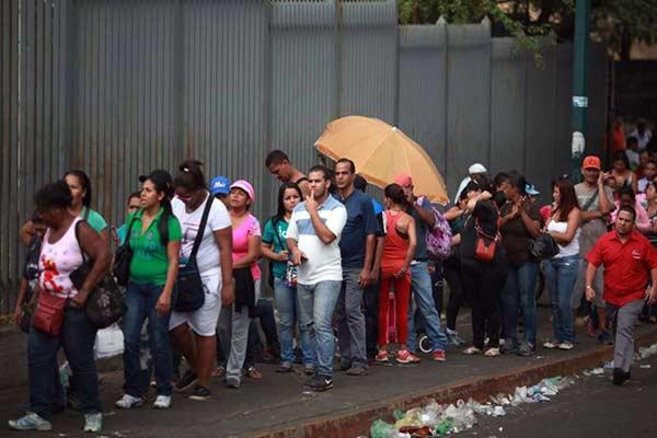 Continúan las colas en Venezuela |Foto: El Nacional