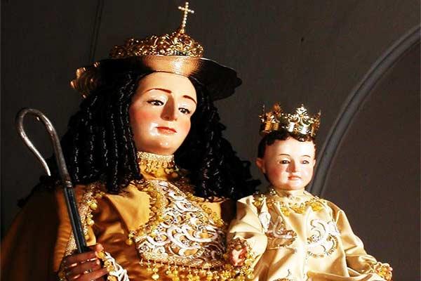 Feligreses se congregan para venerar a la Divina Pastora  Foto cortesía