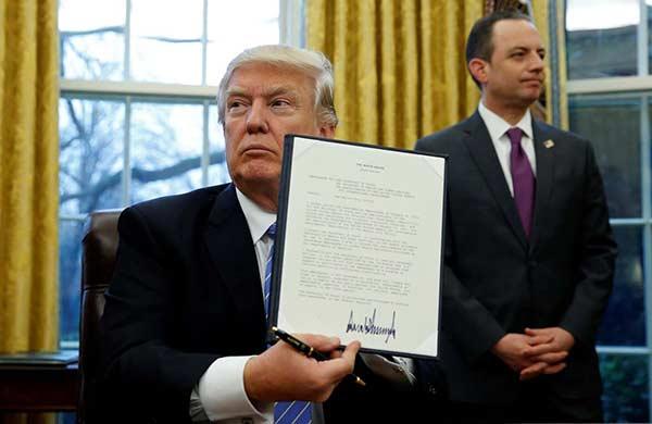 Nuevo decreto de Trump no afecta a los residentes permanentes de EE UU | Foto: Reuters