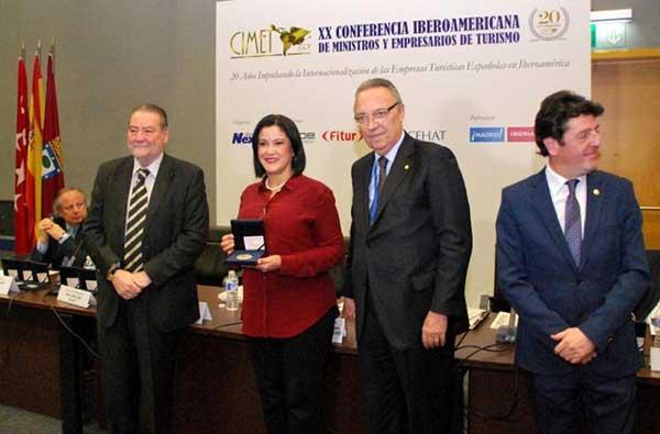Venezuela recibe en la Fitur 2017 medalla por la internacionalización turística | Foto: @DPresidencia