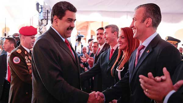 Nicolás Maduro junto al nuevo gabinete ministerial | Foto: EFE