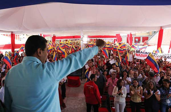 Nicolás Maduro en acto para los maestros venezolanos  Foto: Prensa presidencial