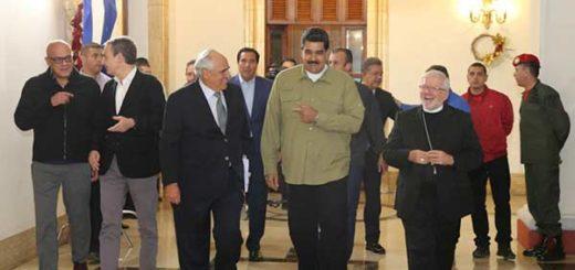 Presidente Nicolás Maduro en compañía de representantes internacionales  Foto: Prensa presidencial