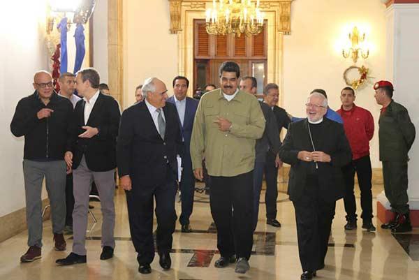 Presidente Nicolás Maduro en compañía de representantes internacionales |Foto: Prensa presidencial