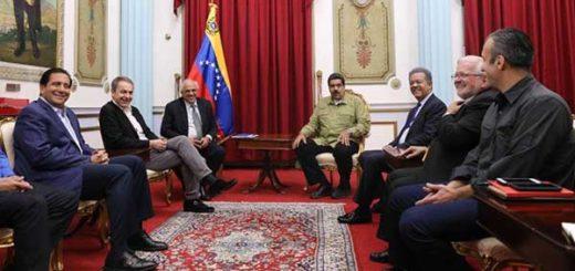 Maduro calificó de positiva reunión con acompañantes del diálogo | Foto: @DPresidencia