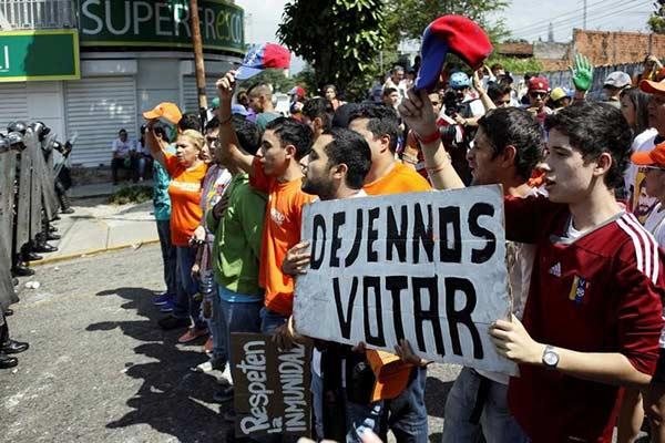 Oposición entierra diálogo con el Gobierno y llama a protestas | Foto: Reuters / Carlos Eduardo Ramirez